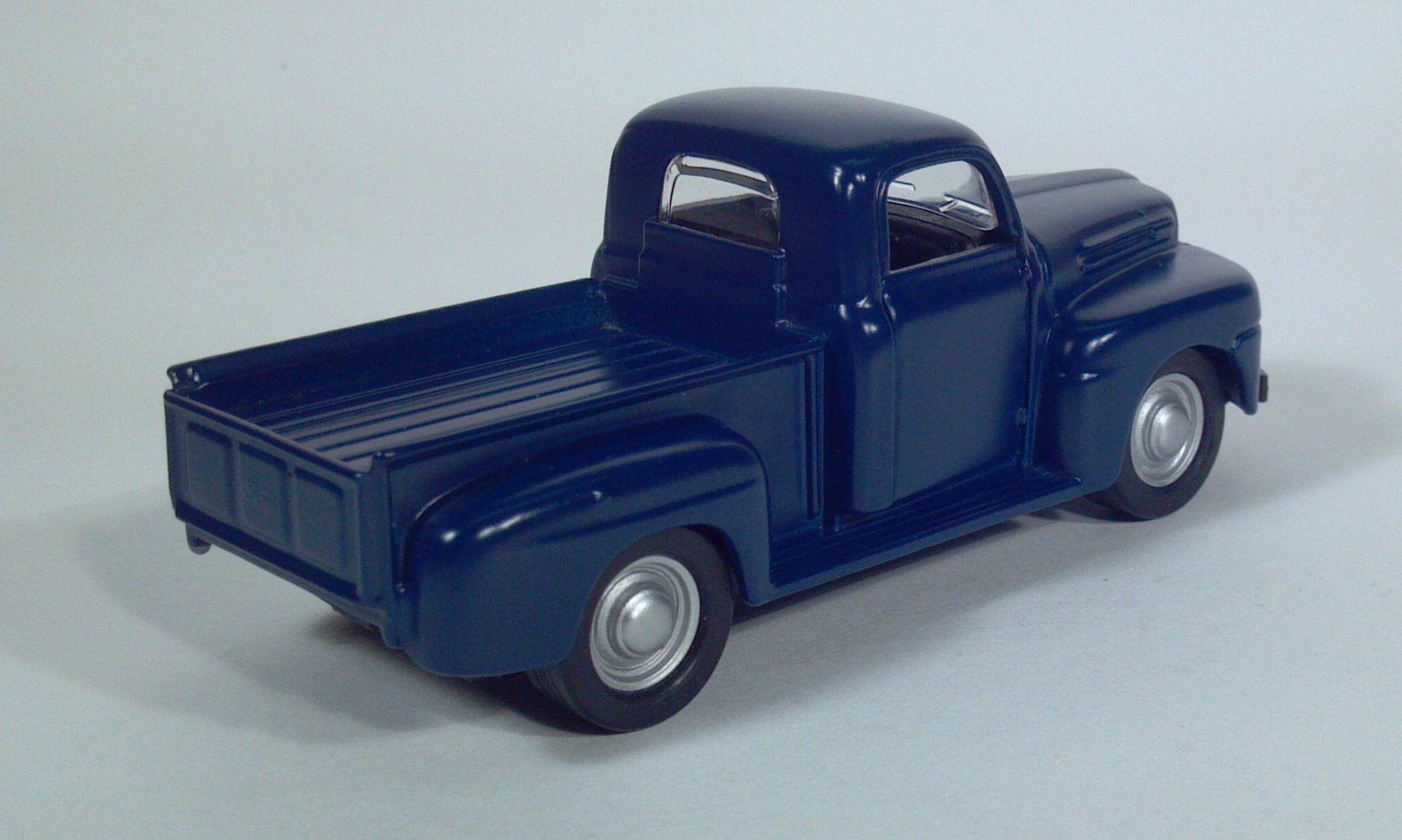 Diecast Toy Pickup Truck Scale Models 1949 Dodge Tow Maisto 1948 1950 Ford F1 F2 136 Model